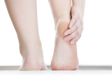 21 Best Simple And Cheap Home Ways To Cure Cracked Heels